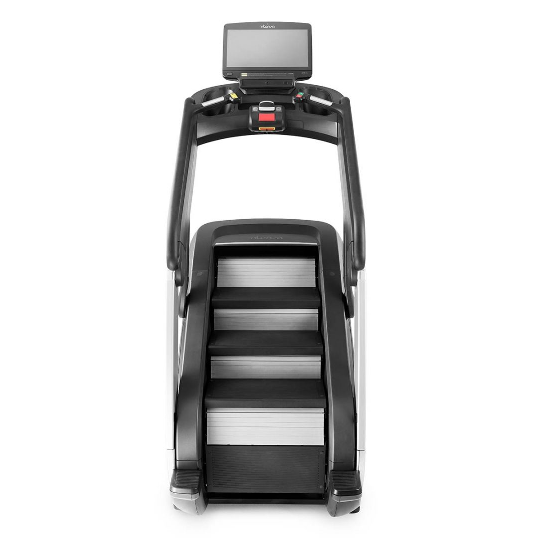Schody Fitness z regulowana wysokoscia stopni i nachylenia Intenza Escalate Stairclimber 550 Entertainment e Series